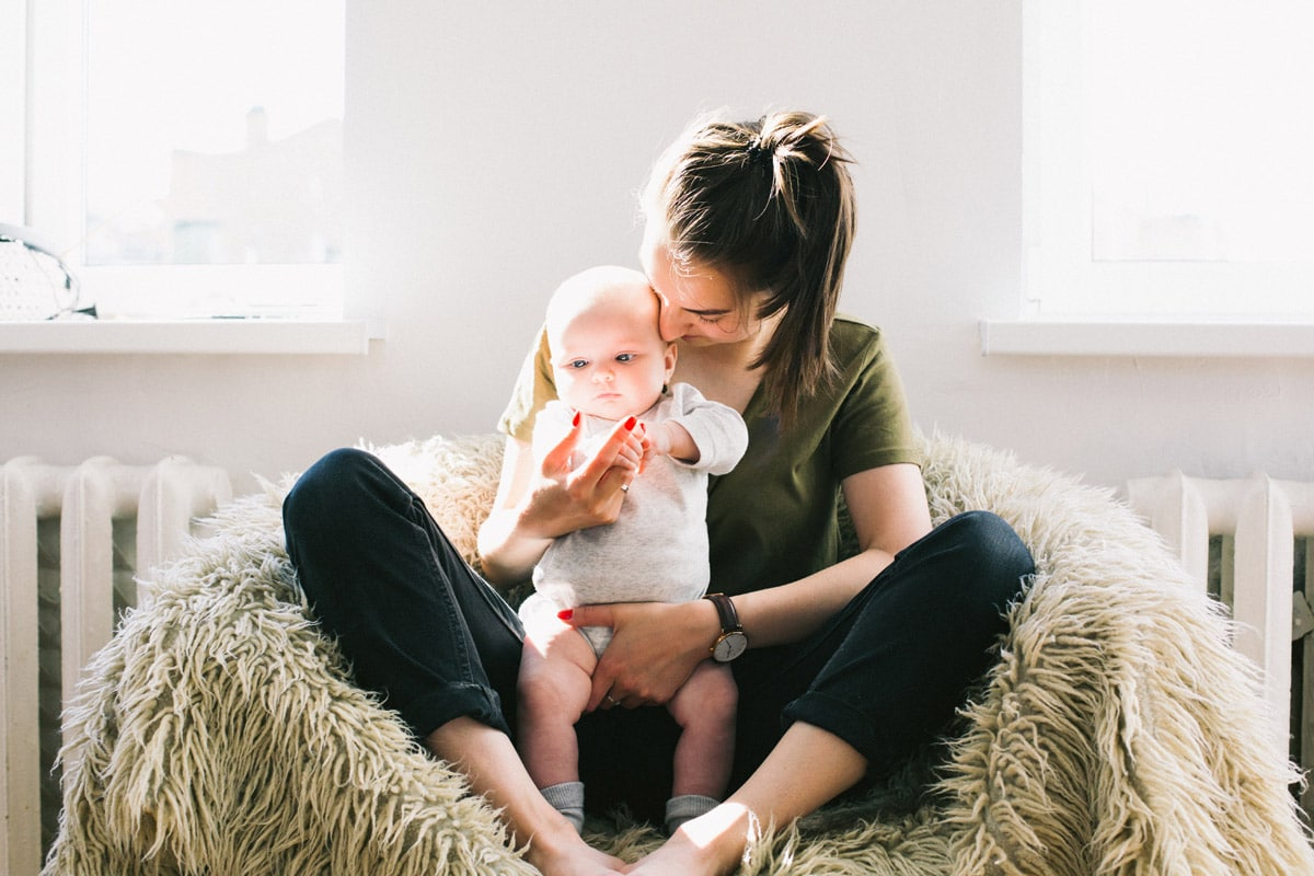 woman carrer - What can you expect from your baby between 10 to 12 months?