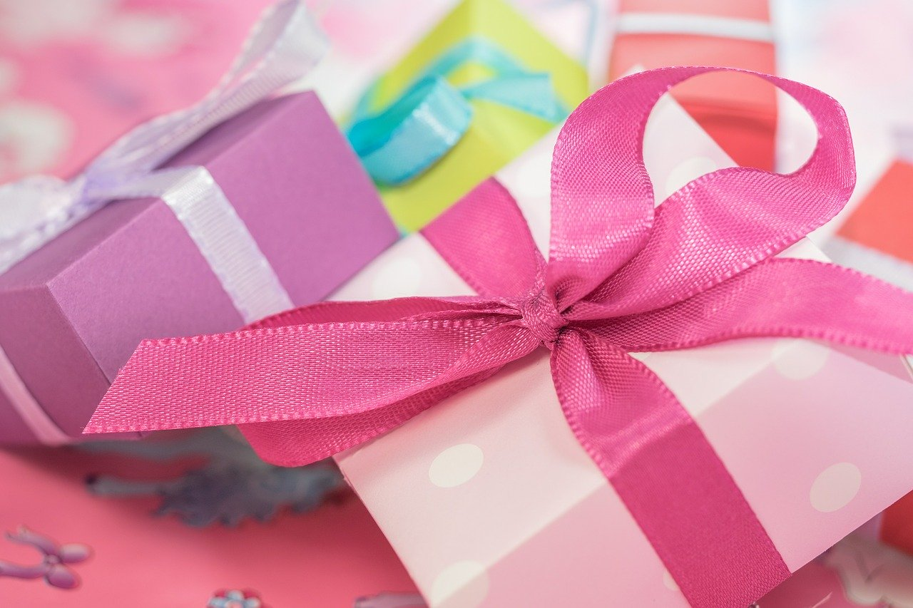 gift 553149 1280 - 7 Great Gifts to Give a New Mom