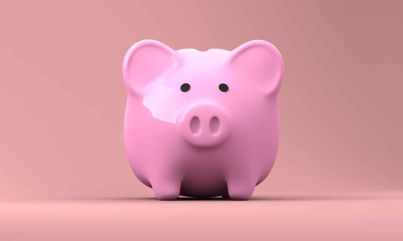 piggy bank 2889042 1280 - Two ways to save money and learn new skills while doing so