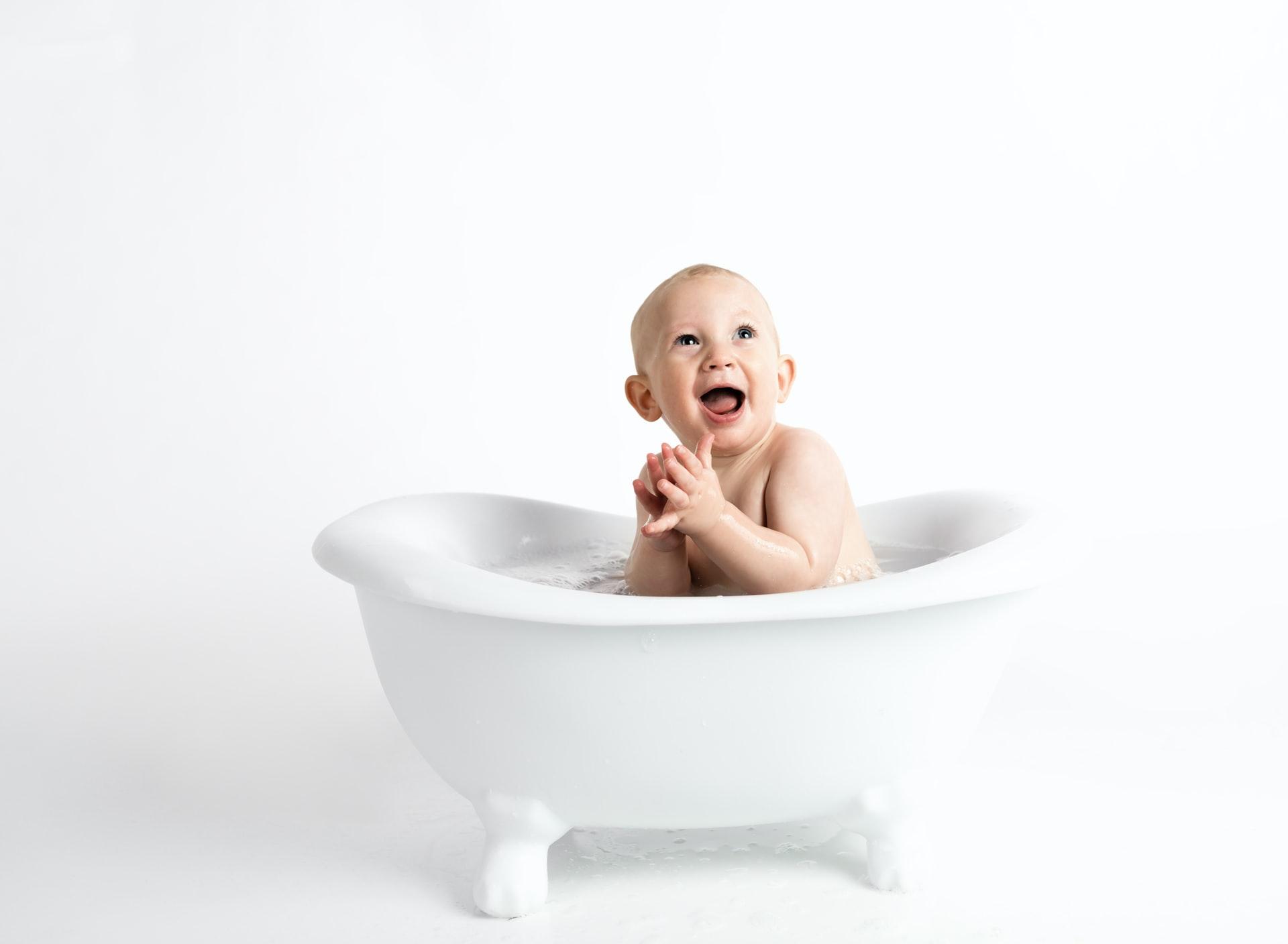 henley design studio fj2f6C5hGRM unsplash - What is the Best Time to Bathe a Newborn?