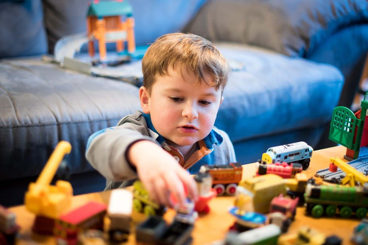 thomas and friends 2435542 1280 - 9 Tips for Choosing the Right Toys for the Right Age